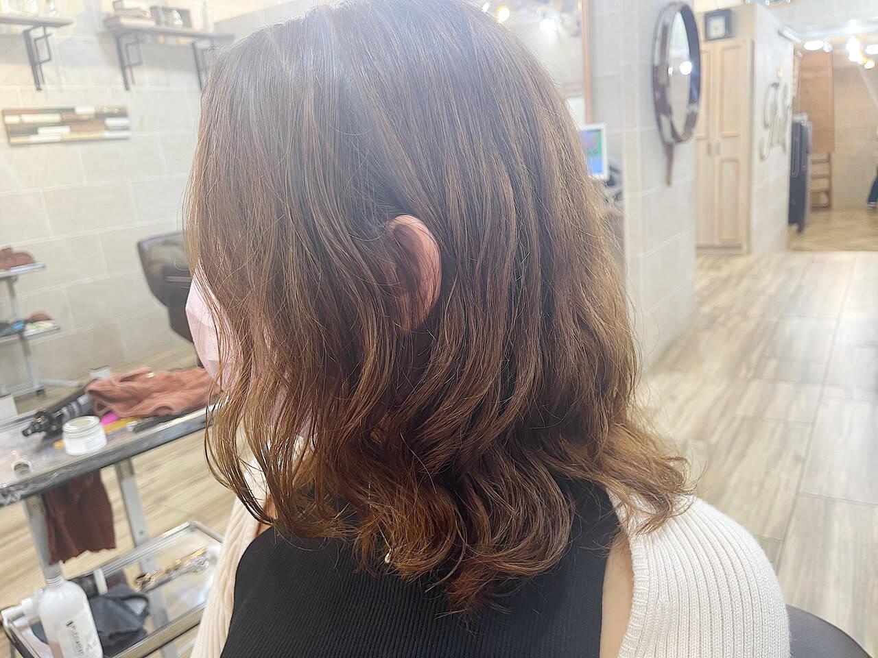 ゆるふわパーマ ミディアム ナチュラル 韓国風ヘアーヘアスタイルや髪型の写真・画像