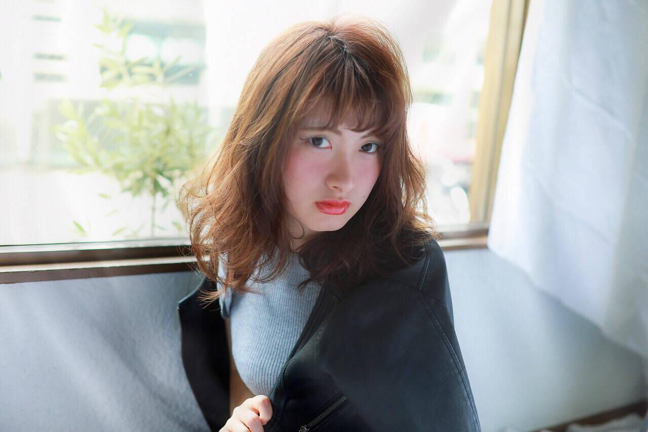 冬 ミディアム 抜け感 外国人風ヘアスタイルや髪型の写真・画像