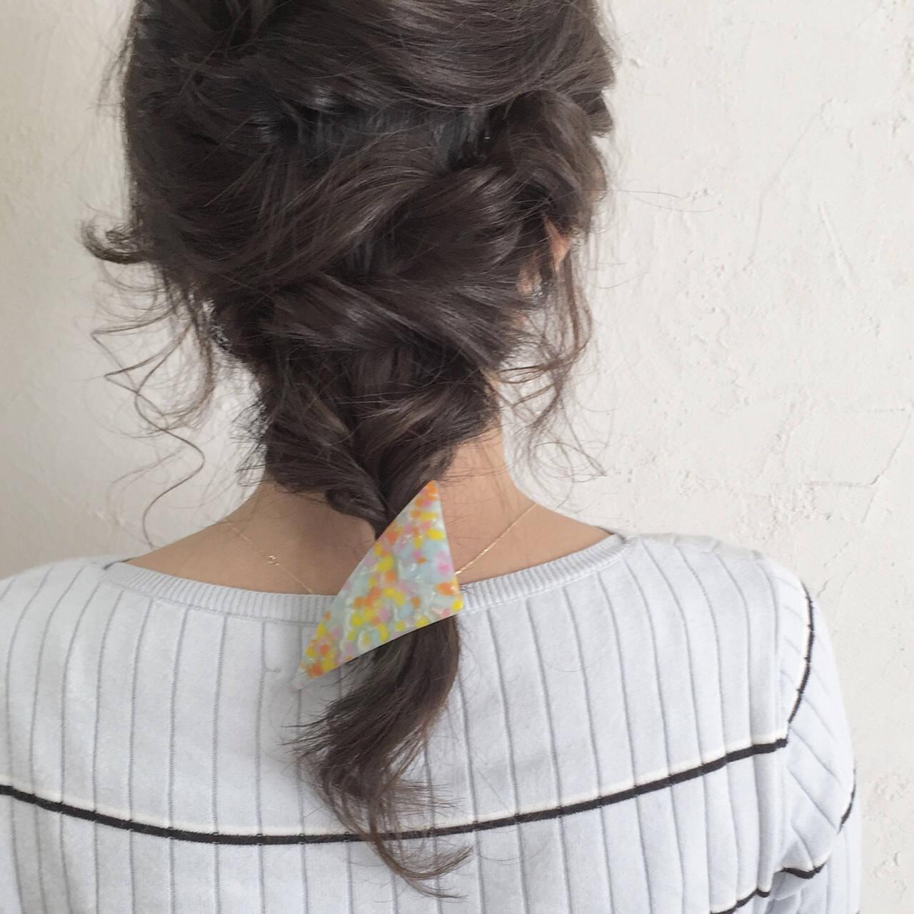 セミロング ヘアアレンジ アッシュ 暗髪ヘアスタイルや髪型の写真・画像