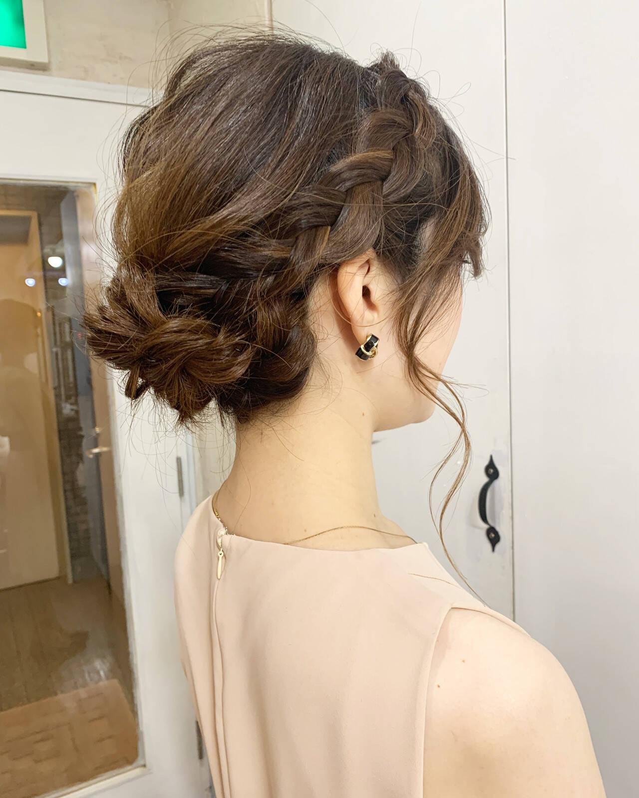 編み込み ナチュラル シニヨン 簡単ヘアアレンジヘアスタイルや髪型の写真・画像