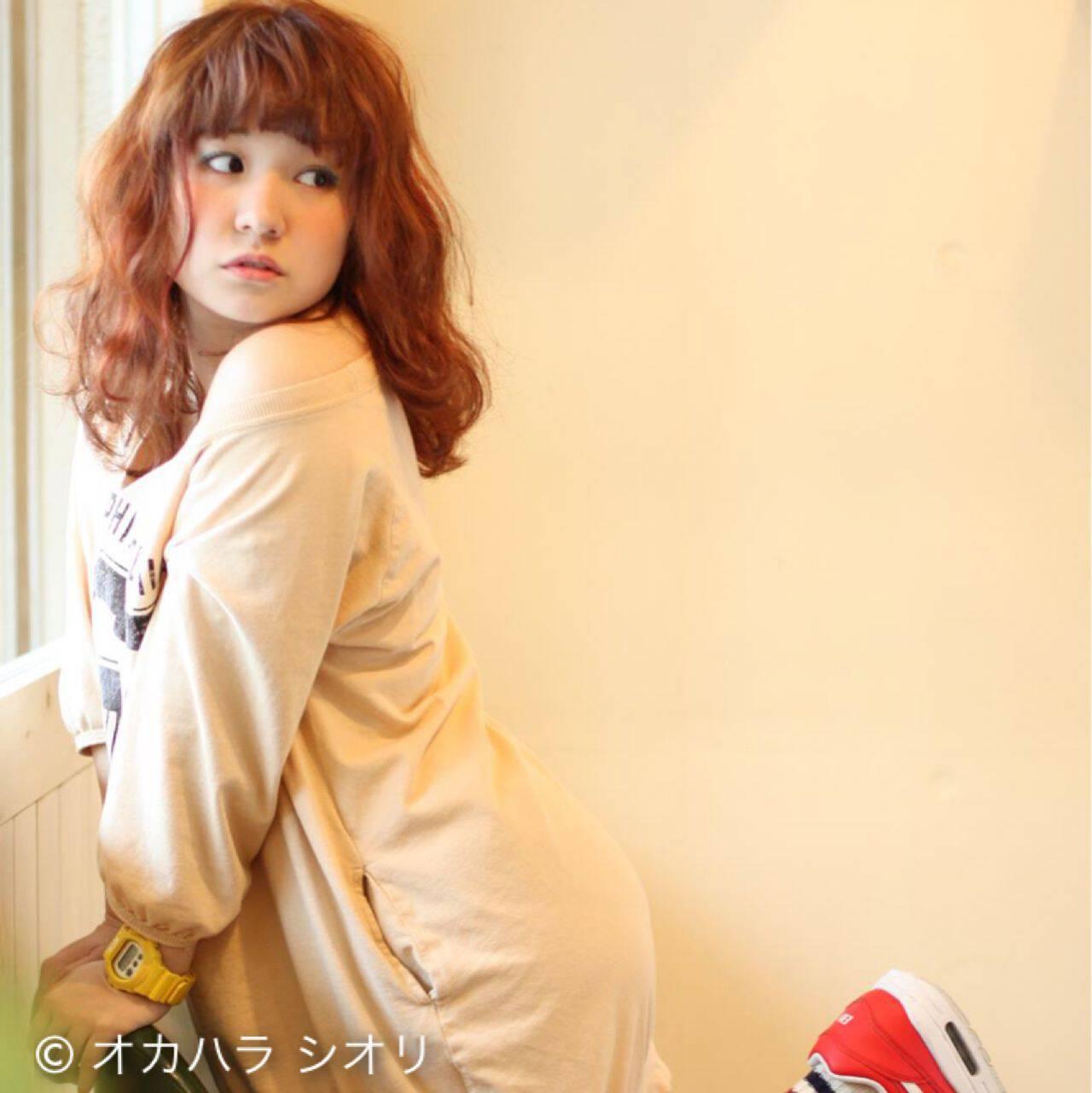 ミディアム オレンジベージュ オレンジ ピンクヘアスタイルや髪型の写真・画像