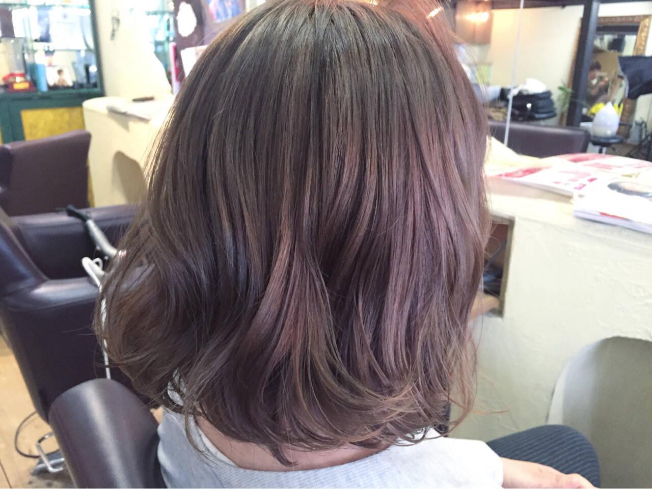 ピンク ミディアム アッシュ イルミナカラーヘアスタイルや髪型の写真・画像