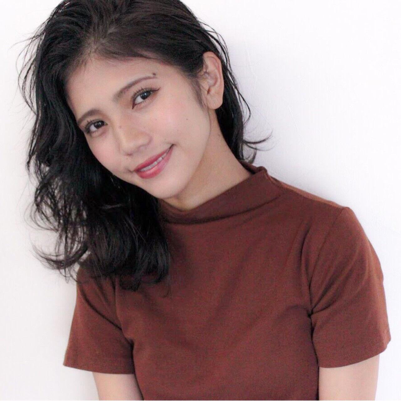 女子力 フェミニン ウェーブ オフィスヘアスタイルや髪型の写真・画像