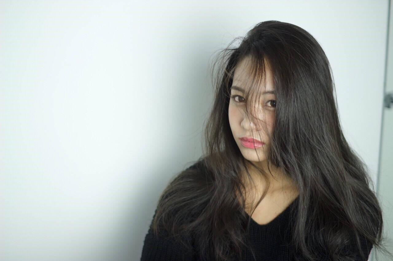 モード ロング かき上げ前髪ヘアスタイルや髪型の写真・画像