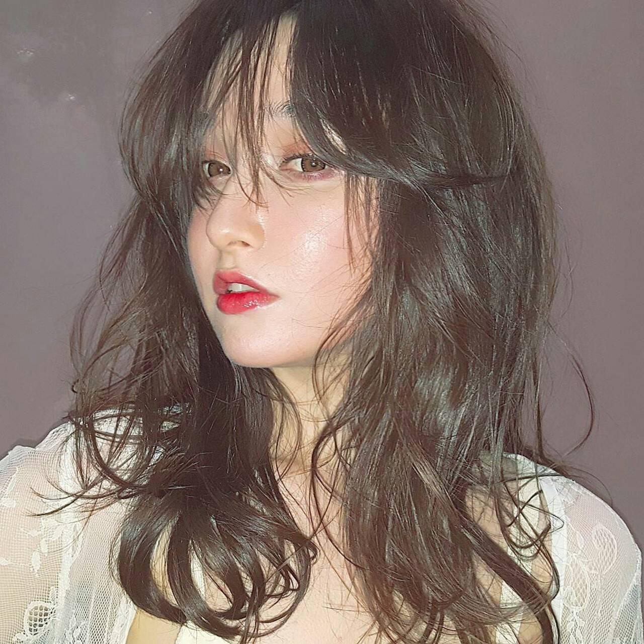 セミロング ハイライト フェミニン ヘアアレンジヘアスタイルや髪型の写真・画像