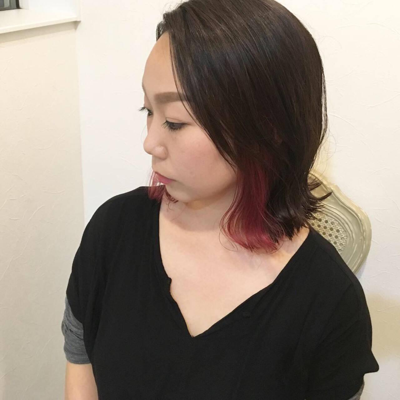 ロブ インナーカラー モード レッドヘアスタイルや髪型の写真・画像