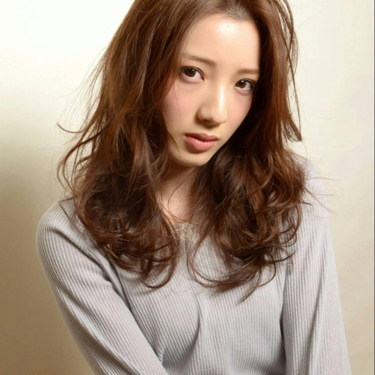 セミロング 前髪あり 外国人風 ナチュラルヘアスタイルや髪型の写真・画像