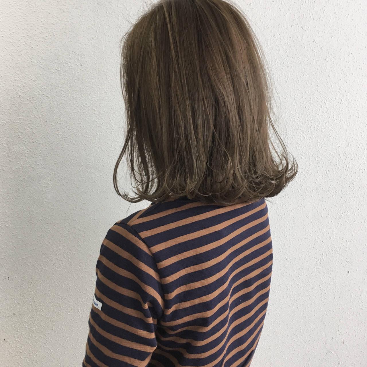ミディアム 切りっぱなし 外ハネ ロブヘアスタイルや髪型の写真・画像