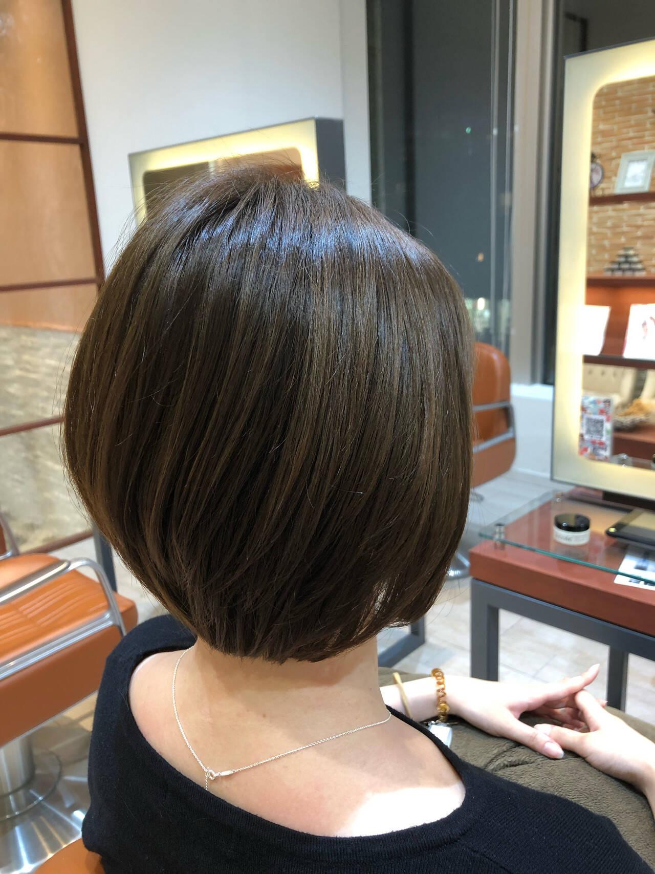 カーキアッシュ ショート カーキ ナチュラルヘアスタイルや髪型の写真・画像