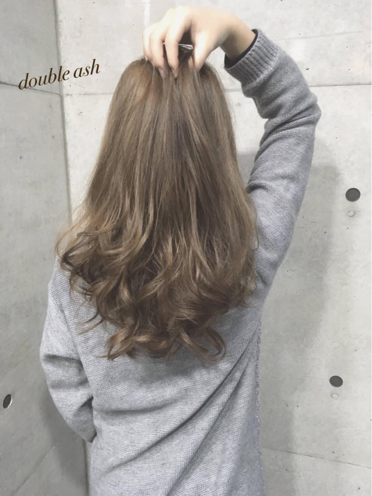 アッシュベージュ ベージュ ロング ガーリーヘアスタイルや髪型の写真・画像