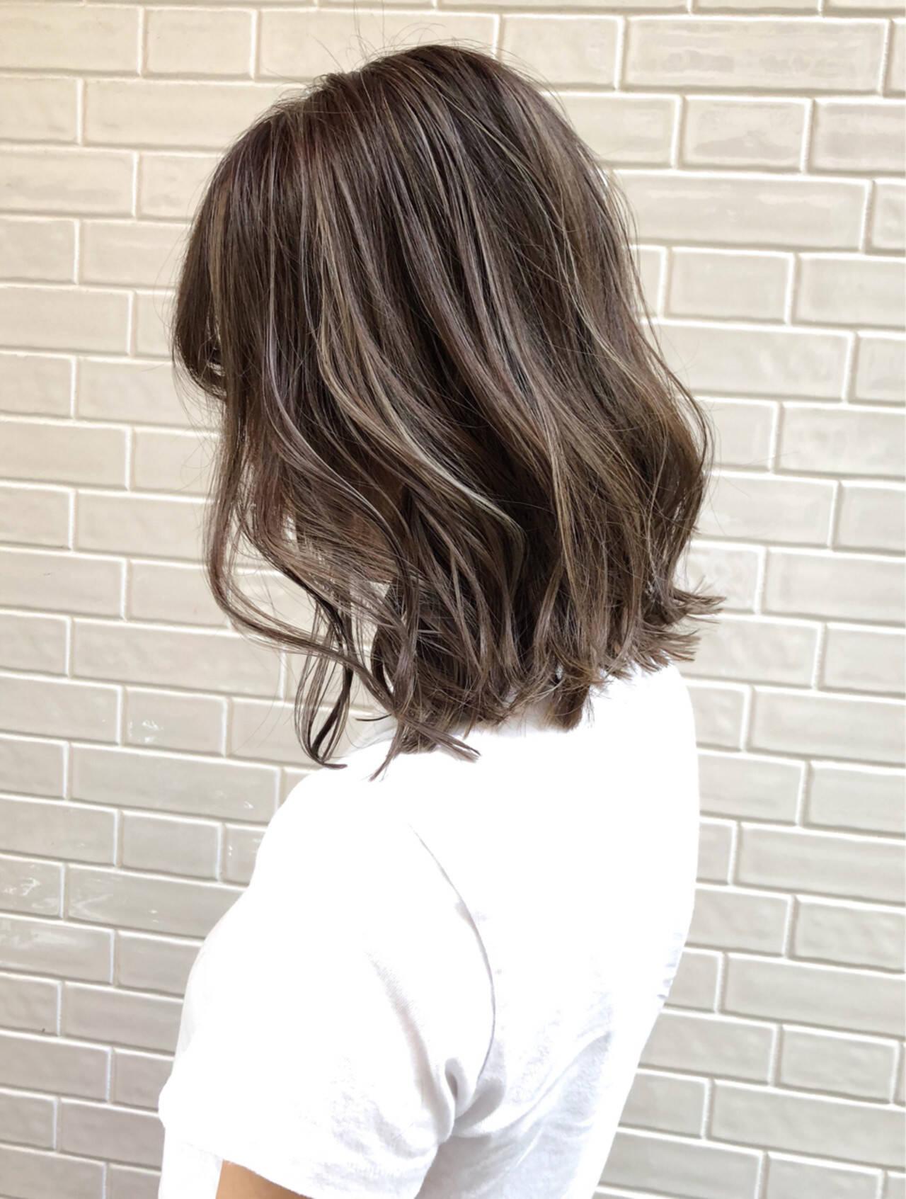バレイヤージュ グレージュ ダブルカラー エレガントヘアスタイルや髪型の写真・画像