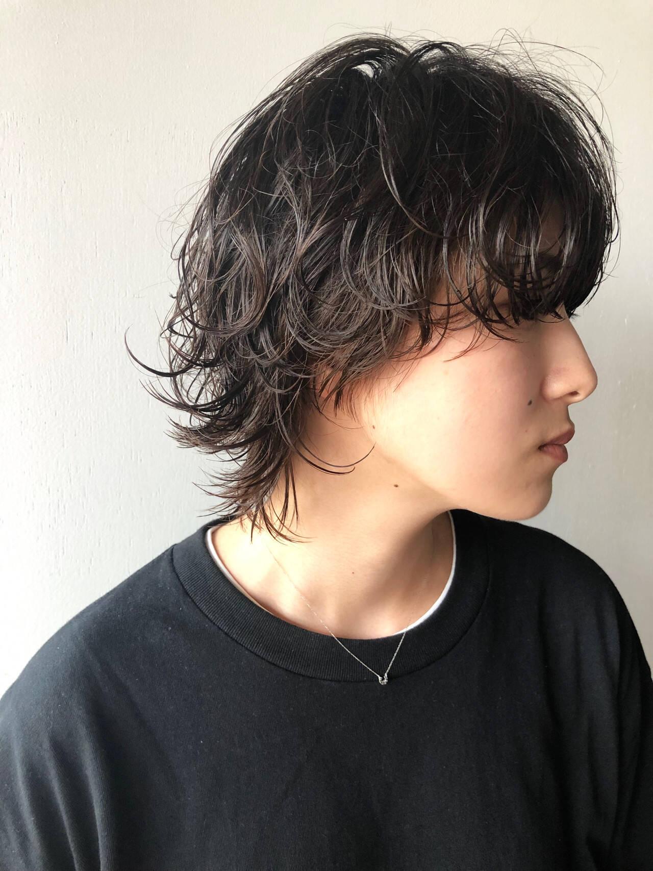 ウルフパーマ マッシュウルフ ウルフカット 黒髪ヘアスタイルや髪型の写真・画像