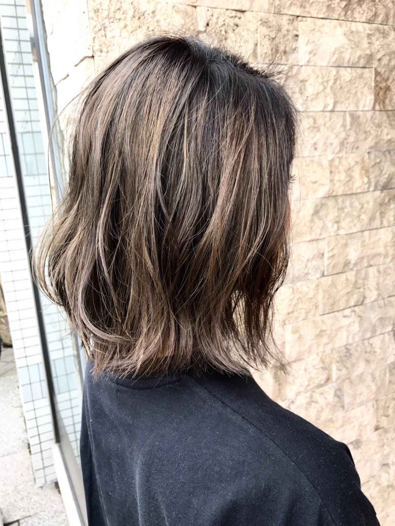 外国人風 ハイライト ストリート アッシュグレージュヘアスタイルや髪型の写真・画像