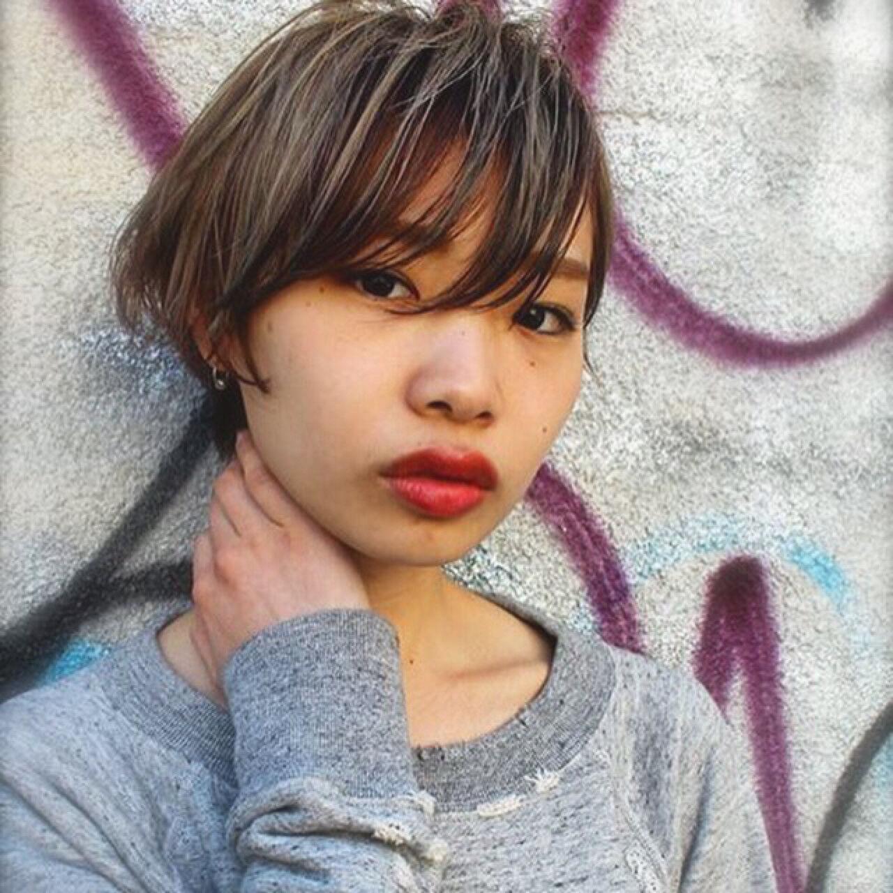 アッシュ ハイライト 外国人風 暗髪ヘアスタイルや髪型の写真・画像