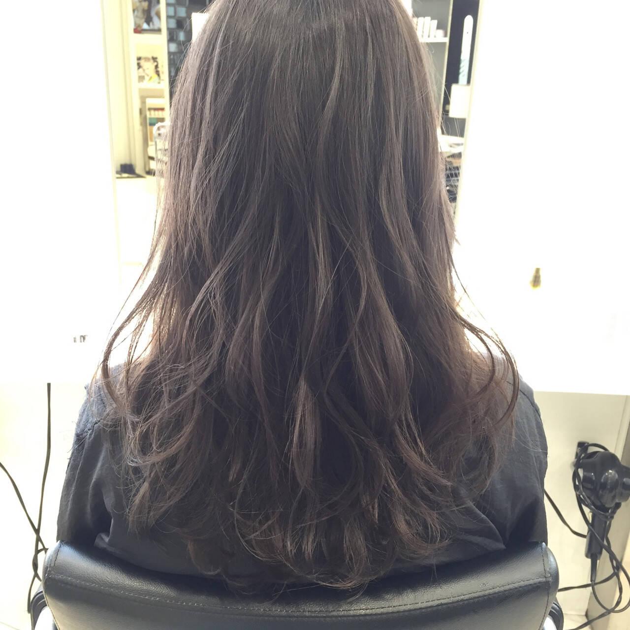 ハイトーン モード アッシュ セミロングヘアスタイルや髪型の写真・画像