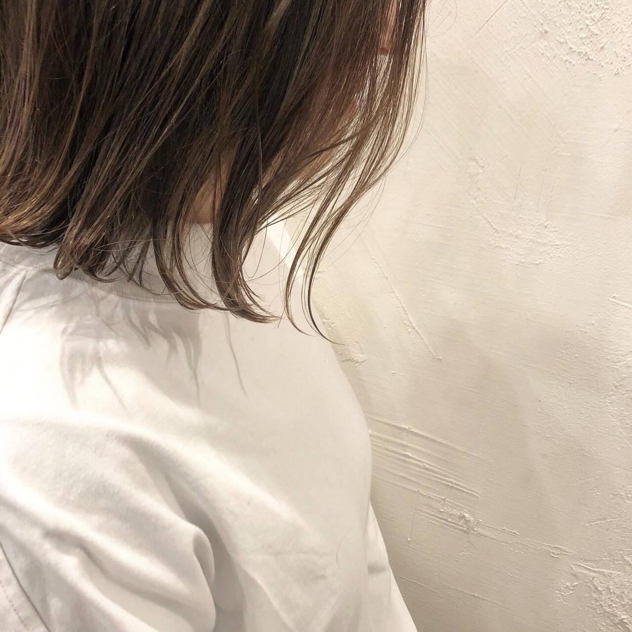 グレージュ 切りっぱなしボブ ナチュラル ボブヘアスタイルや髪型の写真・画像
