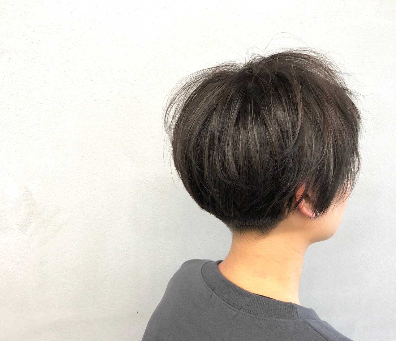 マッシュ 刈り上げ レイヤーカット ナチュラルヘアスタイルや髪型の写真・画像