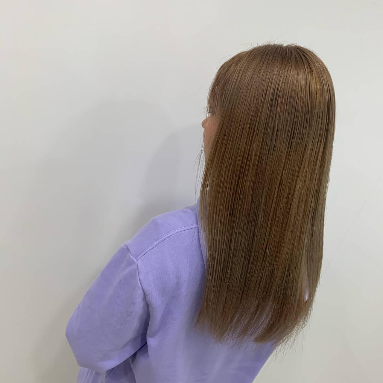 ロング ミルクティー ブリーチ ストレートヘアスタイルや髪型の写真・画像