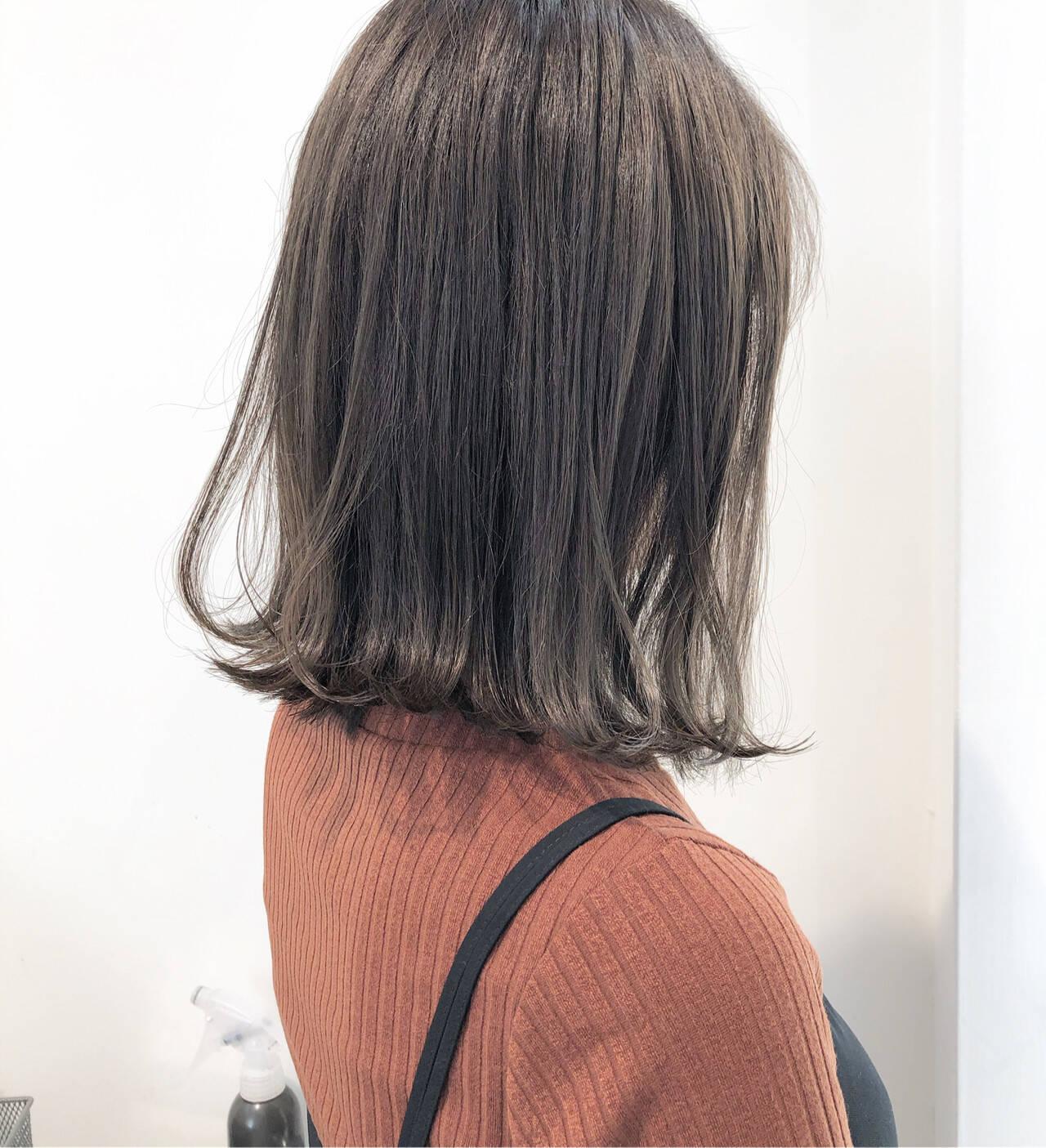 ナチュラル グレージュ ミディアム ヘアアレンジヘアスタイルや髪型の写真・画像