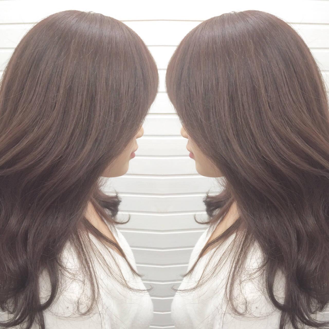 グレージュ フェミニン ニュアンス ハイライトヘアスタイルや髪型の写真・画像