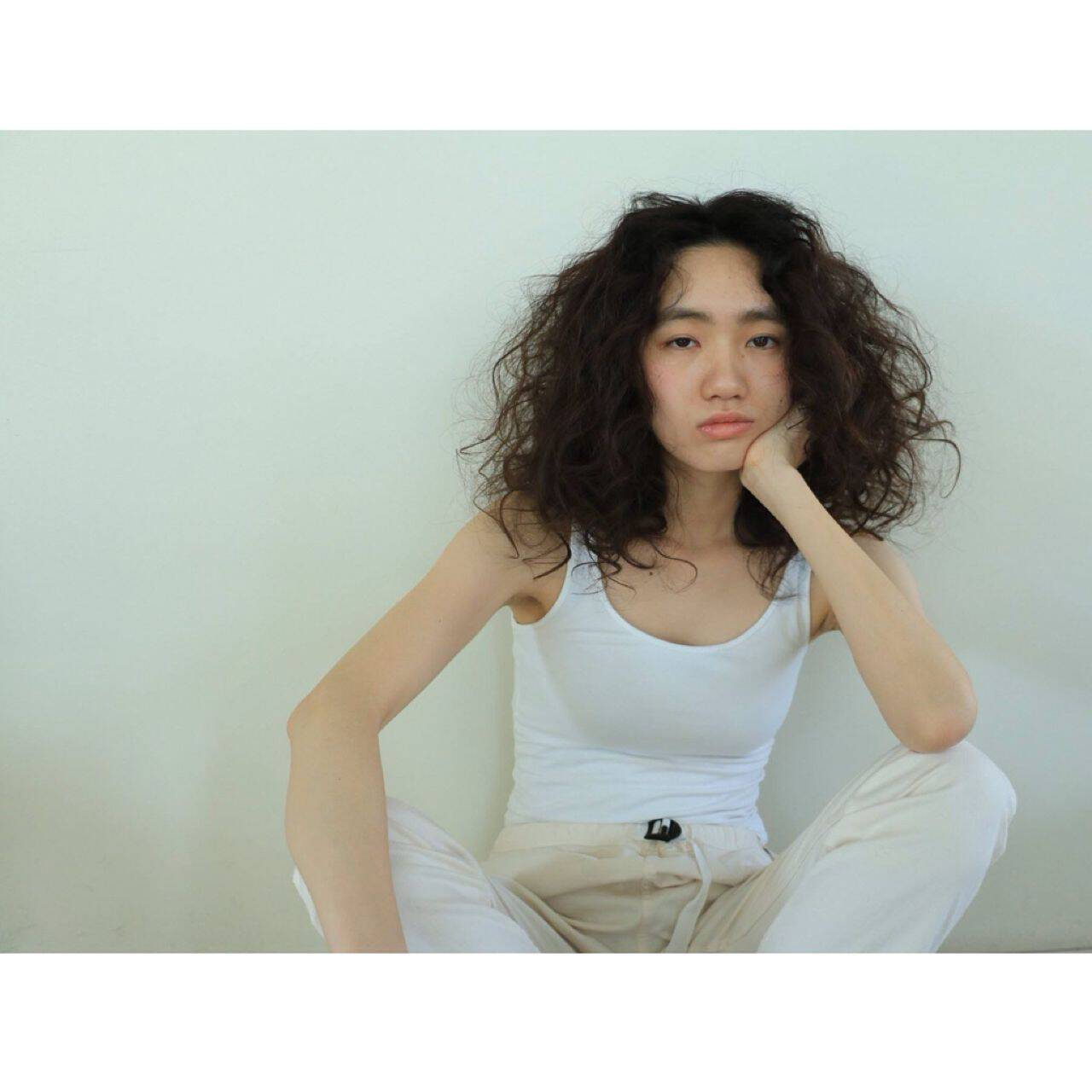 暗髪 ウェーブ センターパート 春ヘアスタイルや髪型の写真・画像