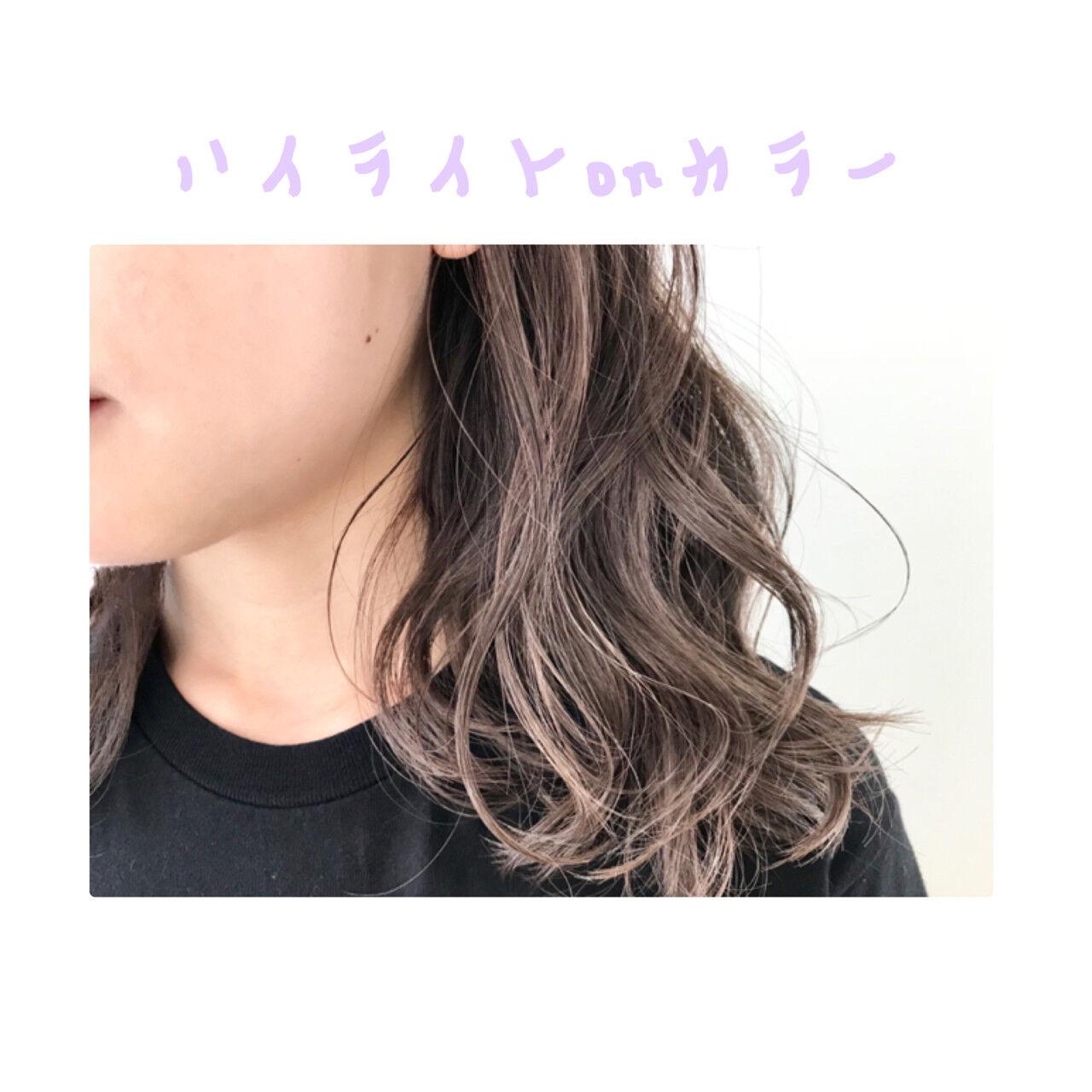 グレージュ モード グラデーションカラー ミディアムヘアスタイルや髪型の写真・画像
