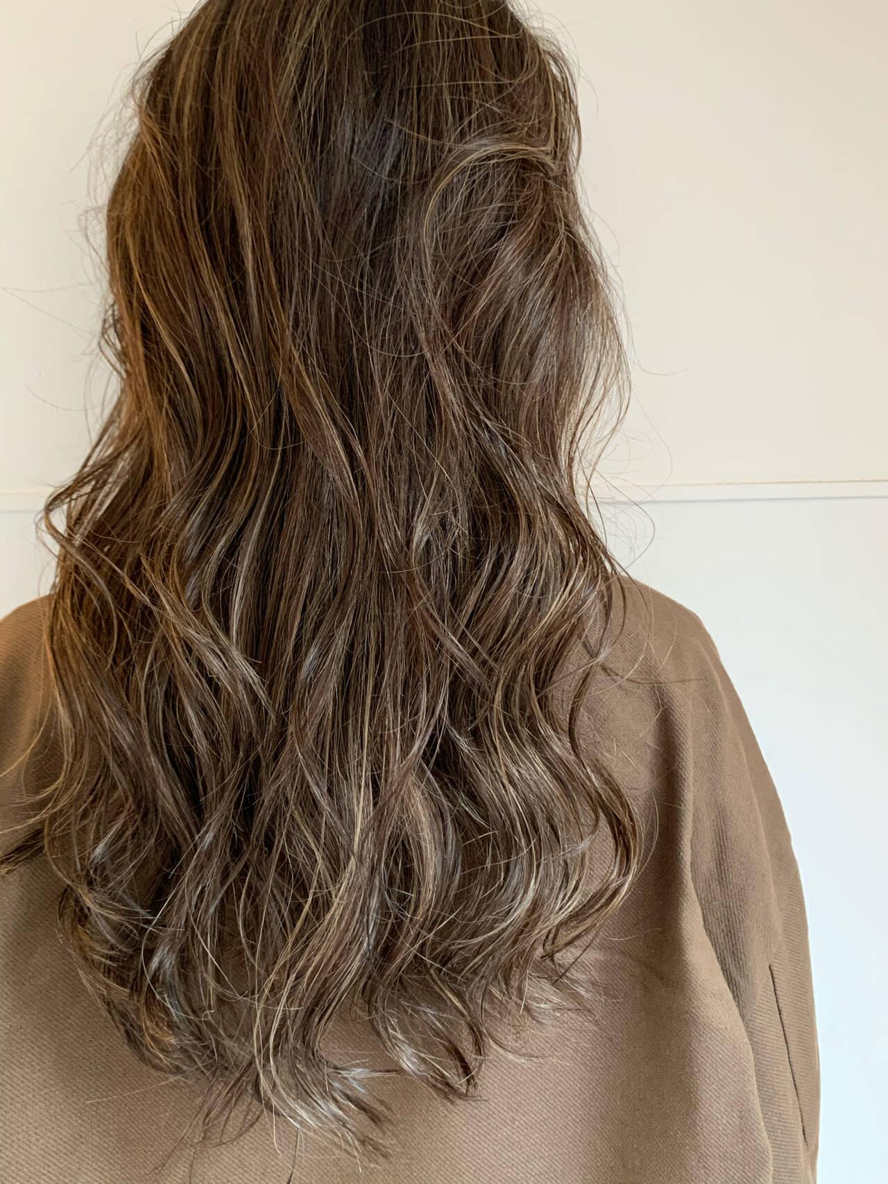 ナチュラル ロング ハイライト 3Dカラーヘアスタイルや髪型の写真・画像