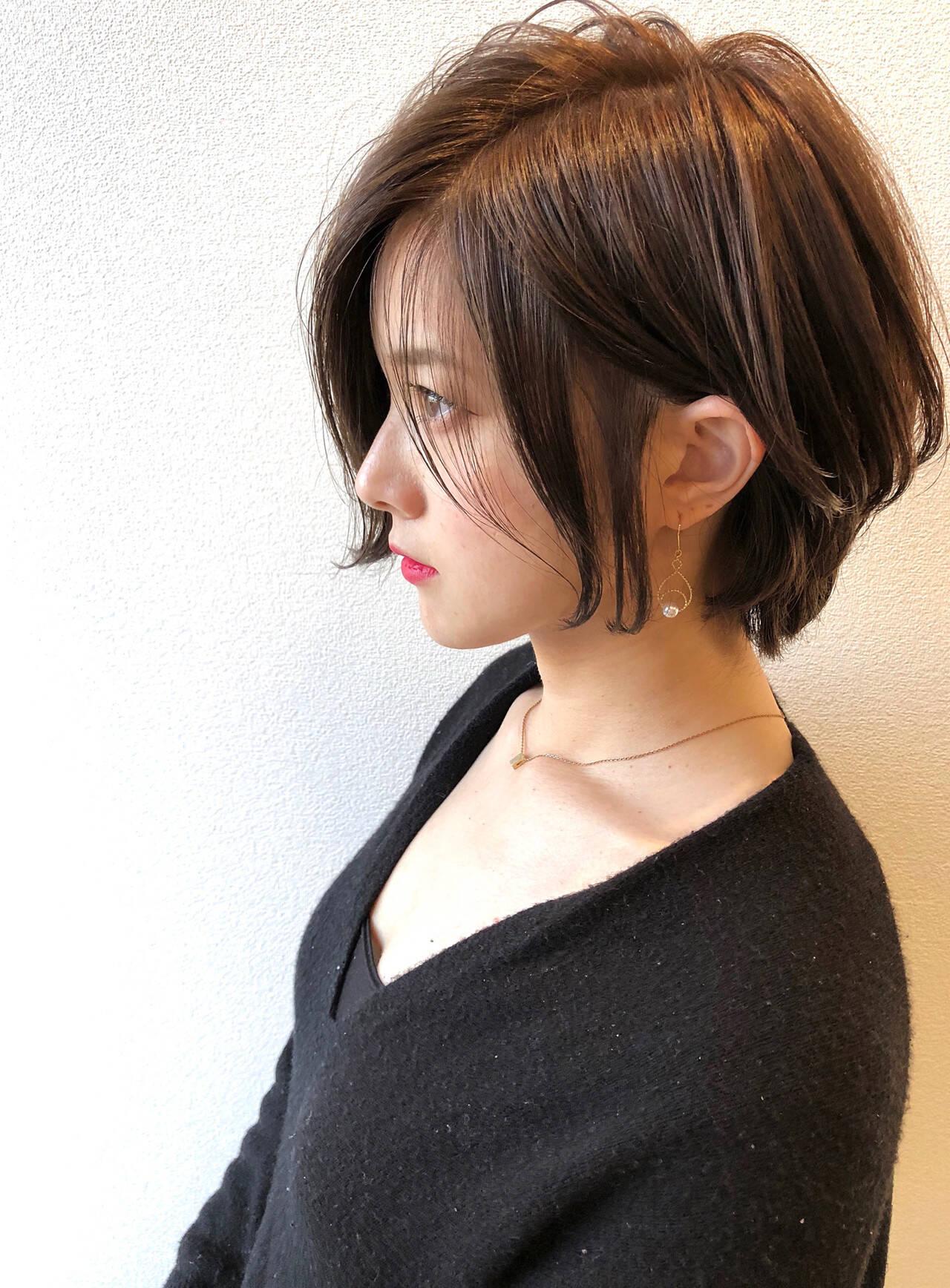 耳掛けショート グレージュ エレガント ショートボブヘアスタイルや髪型の写真・画像