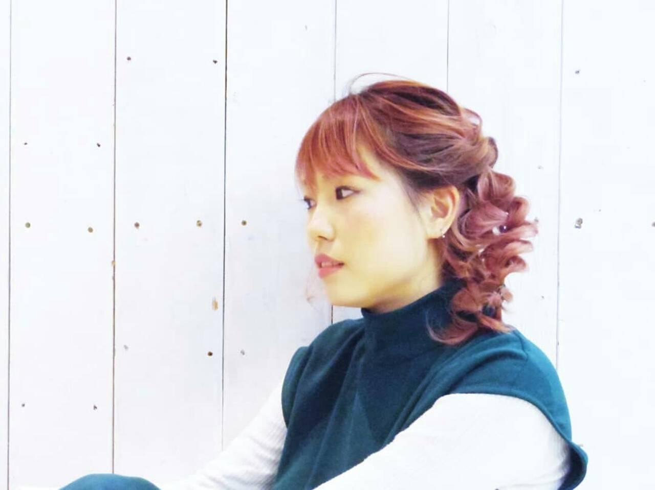 ピンク 簡単ヘアアレンジ ミディアム 三つ編みヘアスタイルや髪型の写真・画像