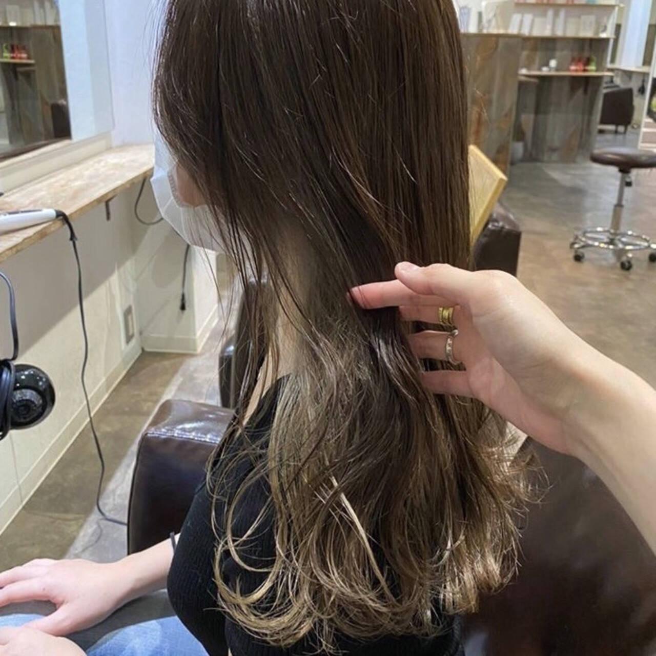 ナチュラル ヌーディベージュ インナーカラー ブリーチヘアスタイルや髪型の写真・画像