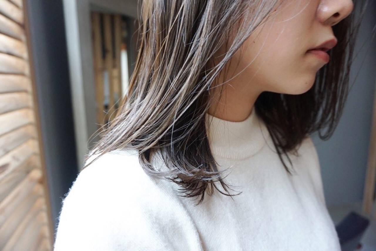 グレージュ カーキ 地毛風カラー くすみカラーヘアスタイルや髪型の写真・画像