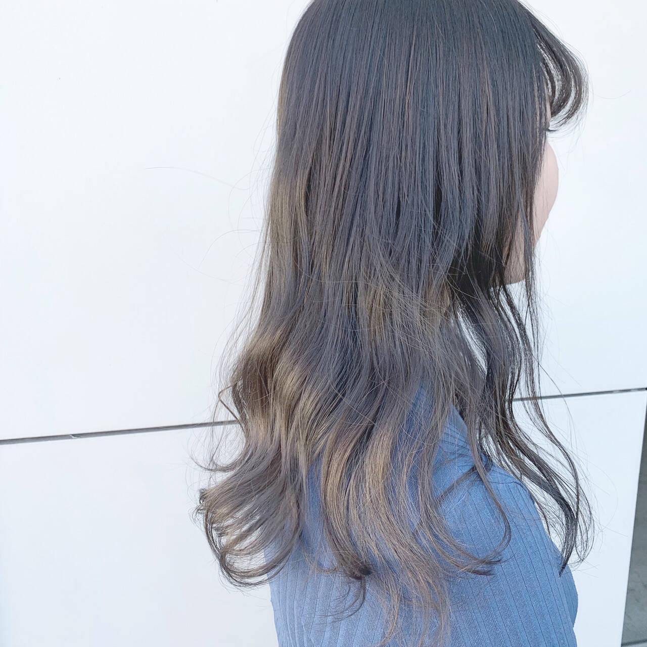 アッシュグレー グラデーションカラー アッシュ ナチュラルヘアスタイルや髪型の写真・画像