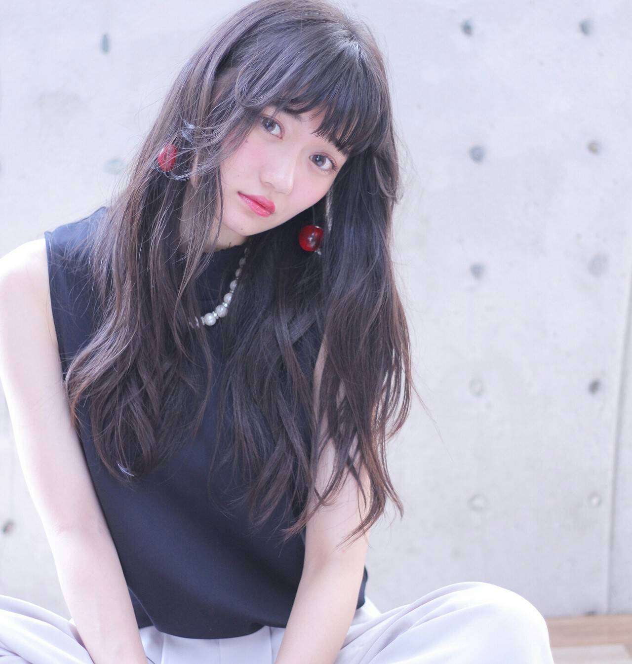 黒髪 フェザーバング ストレート アッシュグレージュヘアスタイルや髪型の写真・画像