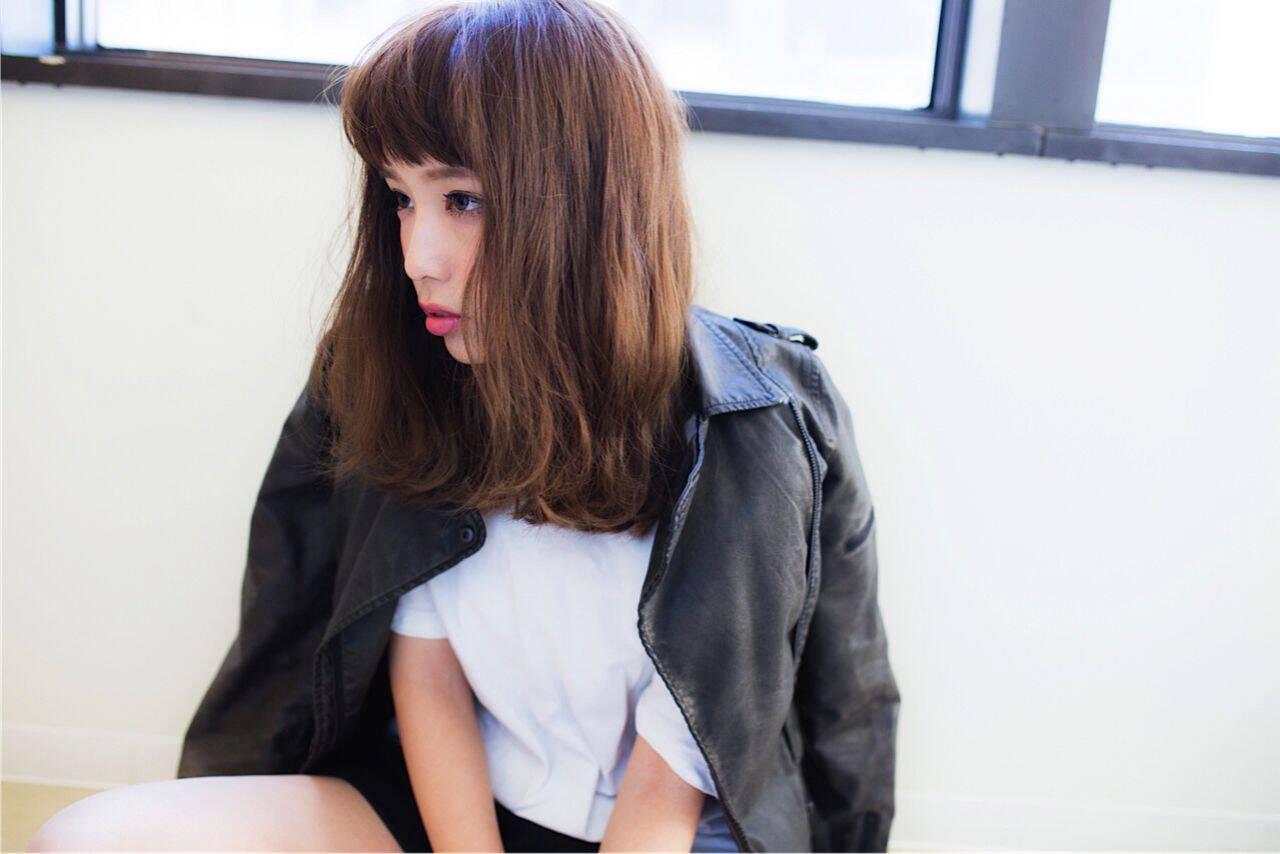 ストリート ミディアム モード 暗髪ヘアスタイルや髪型の写真・画像