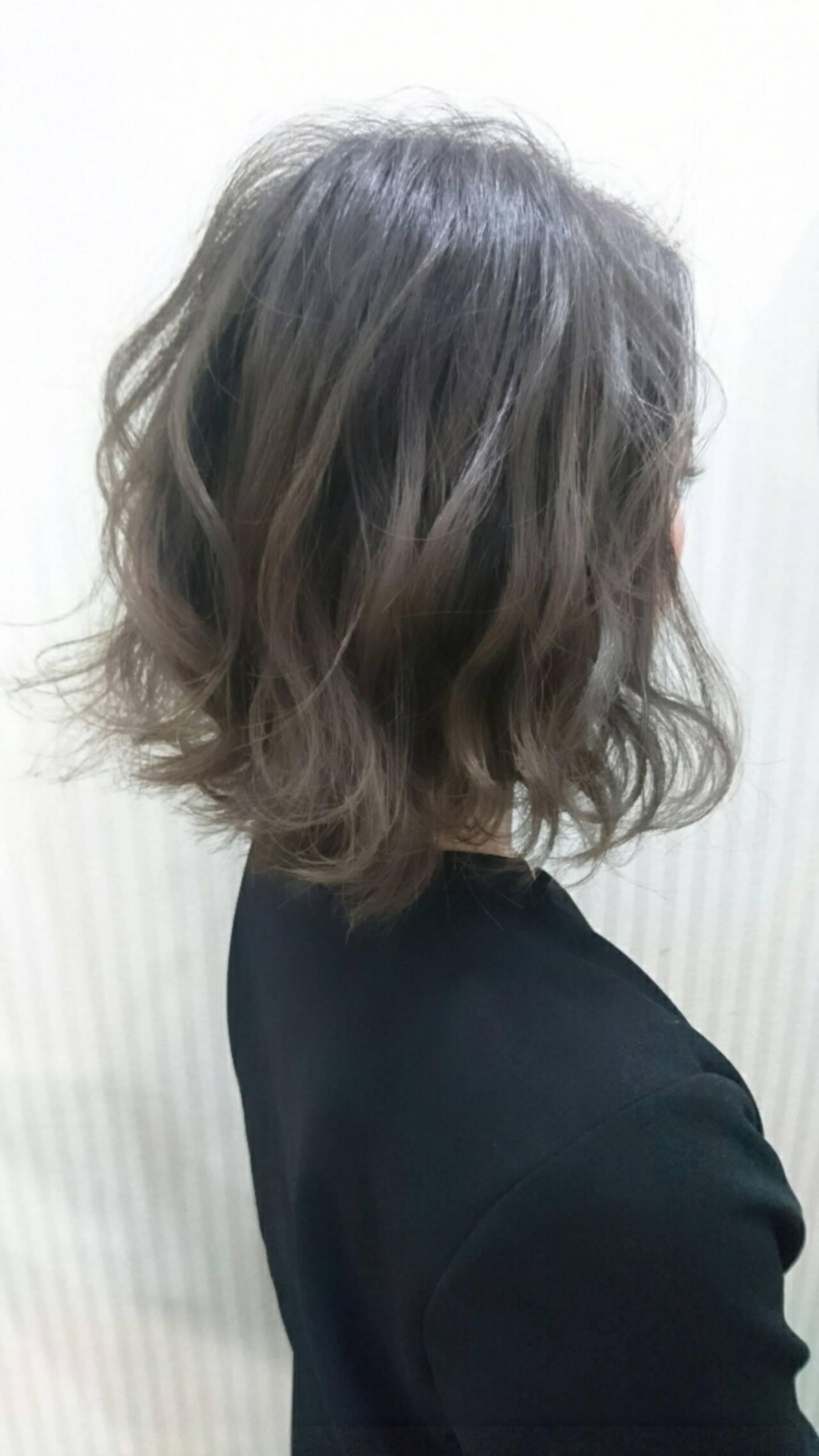 グレージュ ボブ フェミニン パーマヘアスタイルや髪型の写真・画像