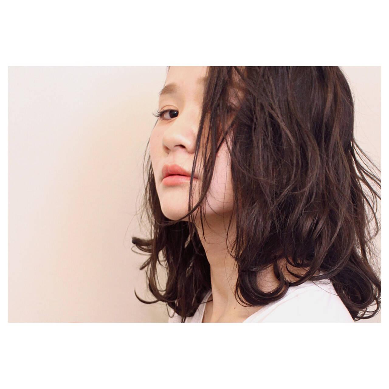 ナチュラル 透明感 セミロング アッシュベージュヘアスタイルや髪型の写真・画像
