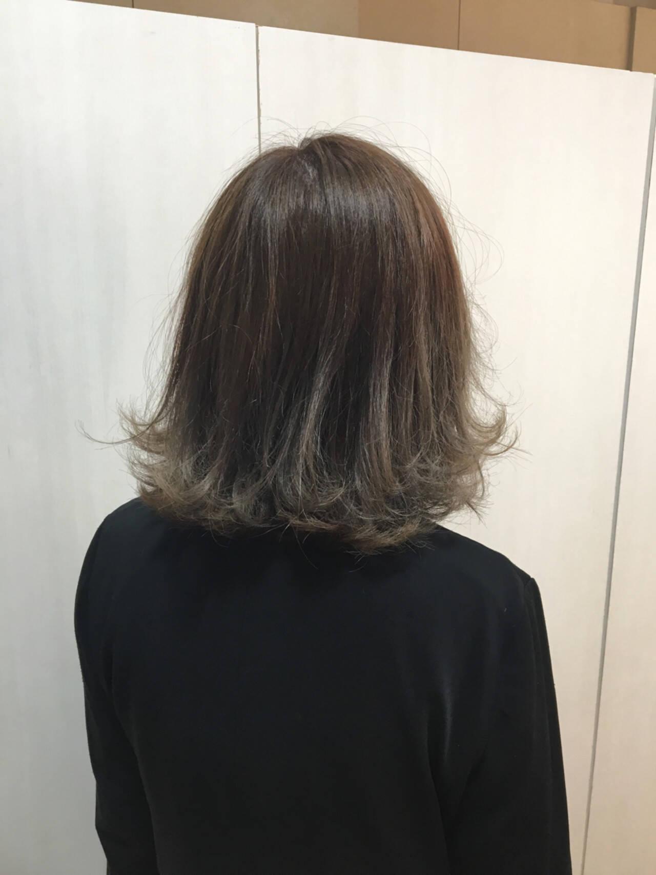 外国人風 アッシュ 暗髪 グラデーションカラーヘアスタイルや髪型の写真・画像