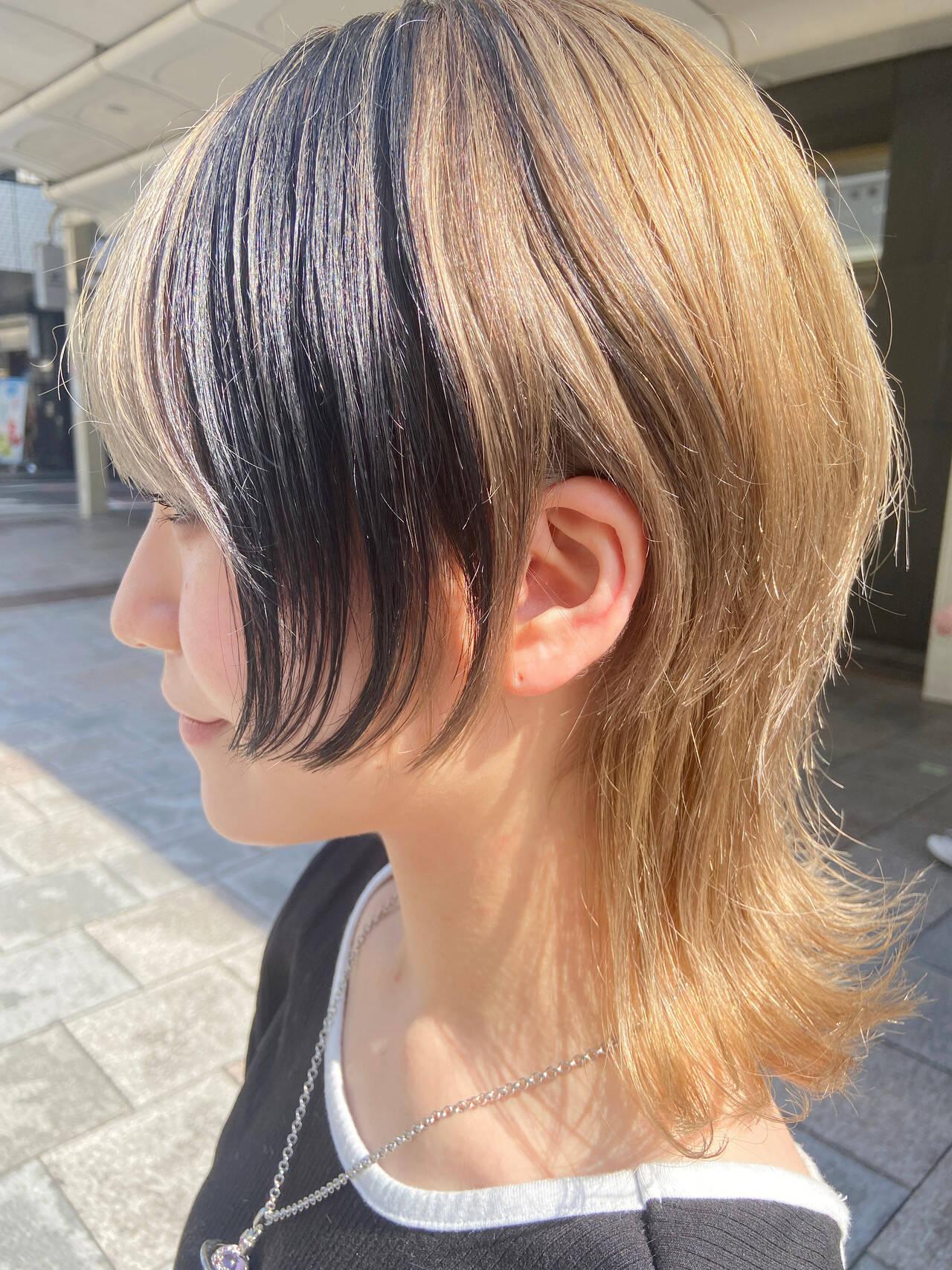 インナーカラー アッシュベージュ ミディアム ウルフカットヘアスタイルや髪型の写真・画像