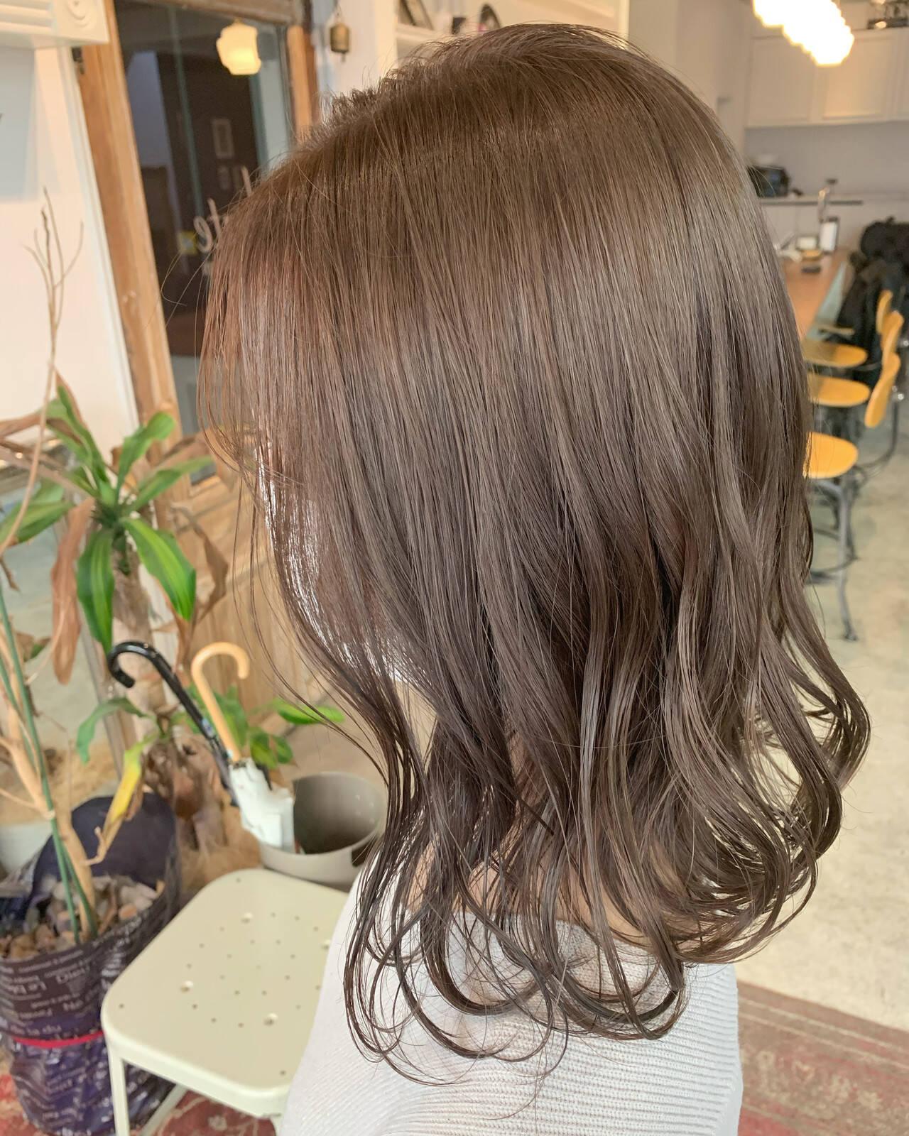透明感カラー シアーベージュ ミディアム グレージュヘアスタイルや髪型の写真・画像