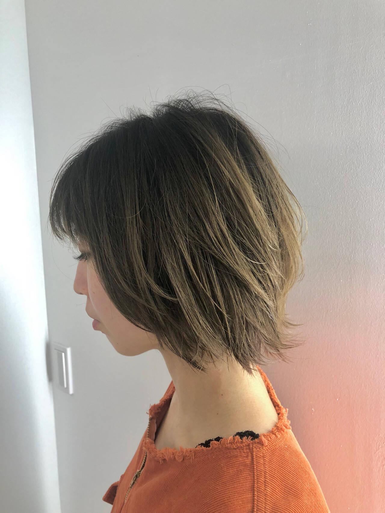 ボブ レイヤーボブ ウルフカット デザインカラーヘアスタイルや髪型の写真・画像