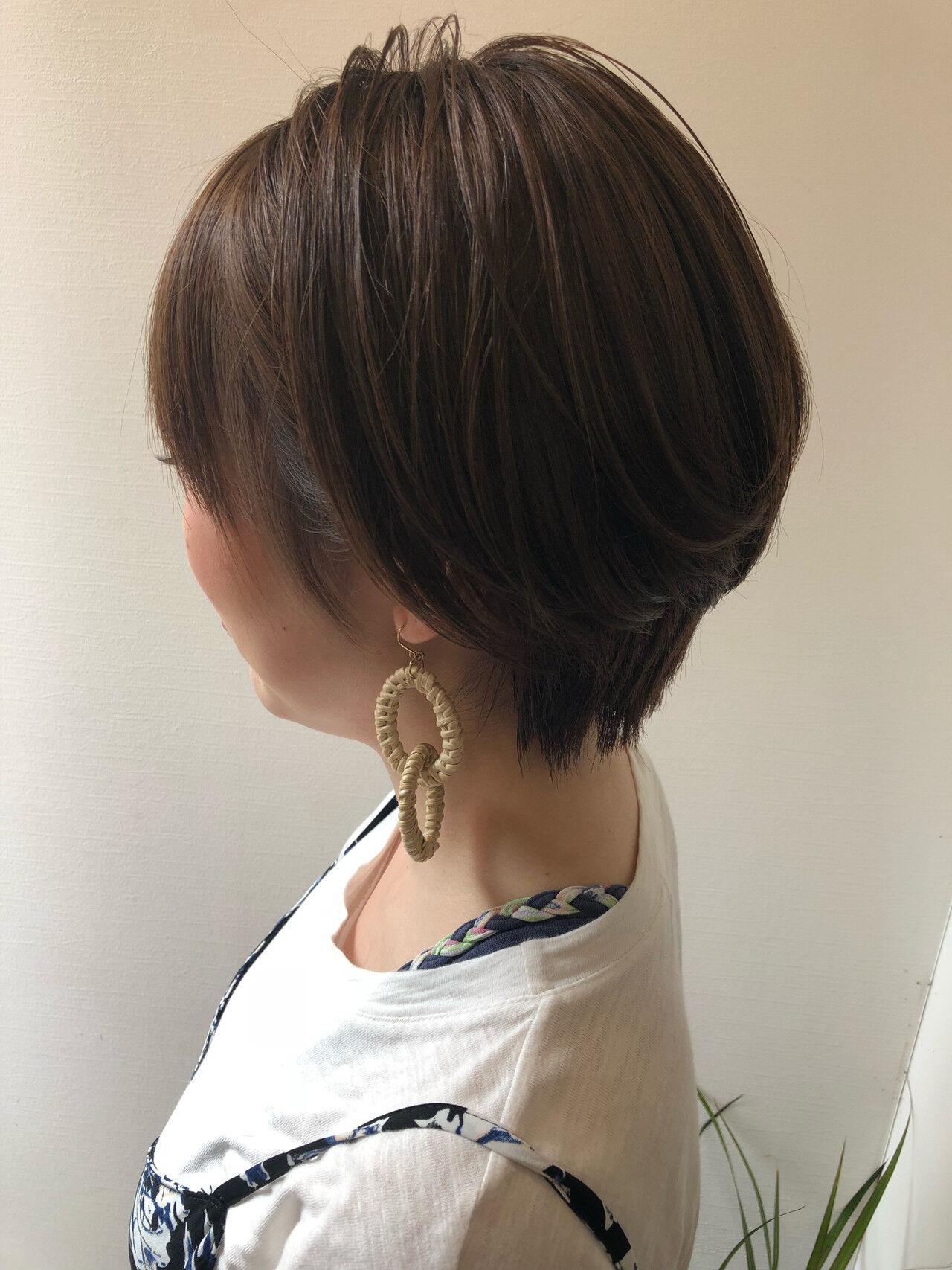 丸みショート ナチュラル ショートヘア 耳かけヘアスタイルや髪型の写真・画像