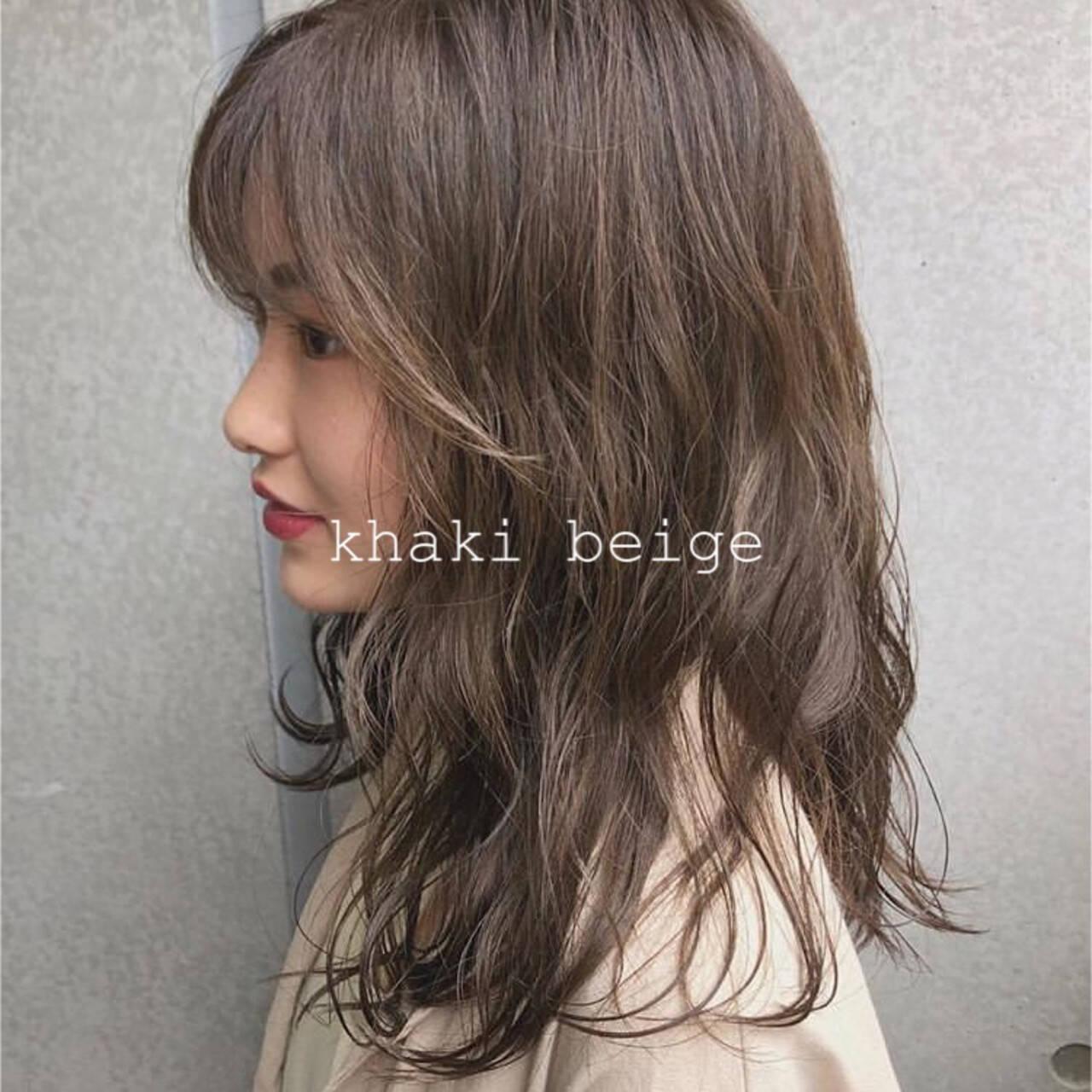 ナチュラル アッシュブラウン カーキアッシュ デザインカラーヘアスタイルや髪型の写真・画像