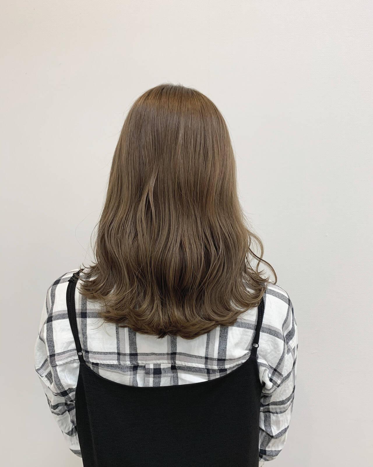 ミルクティーブラウン ミルクティーベージュ ミルクティー ミルクティーグレージュヘアスタイルや髪型の写真・画像