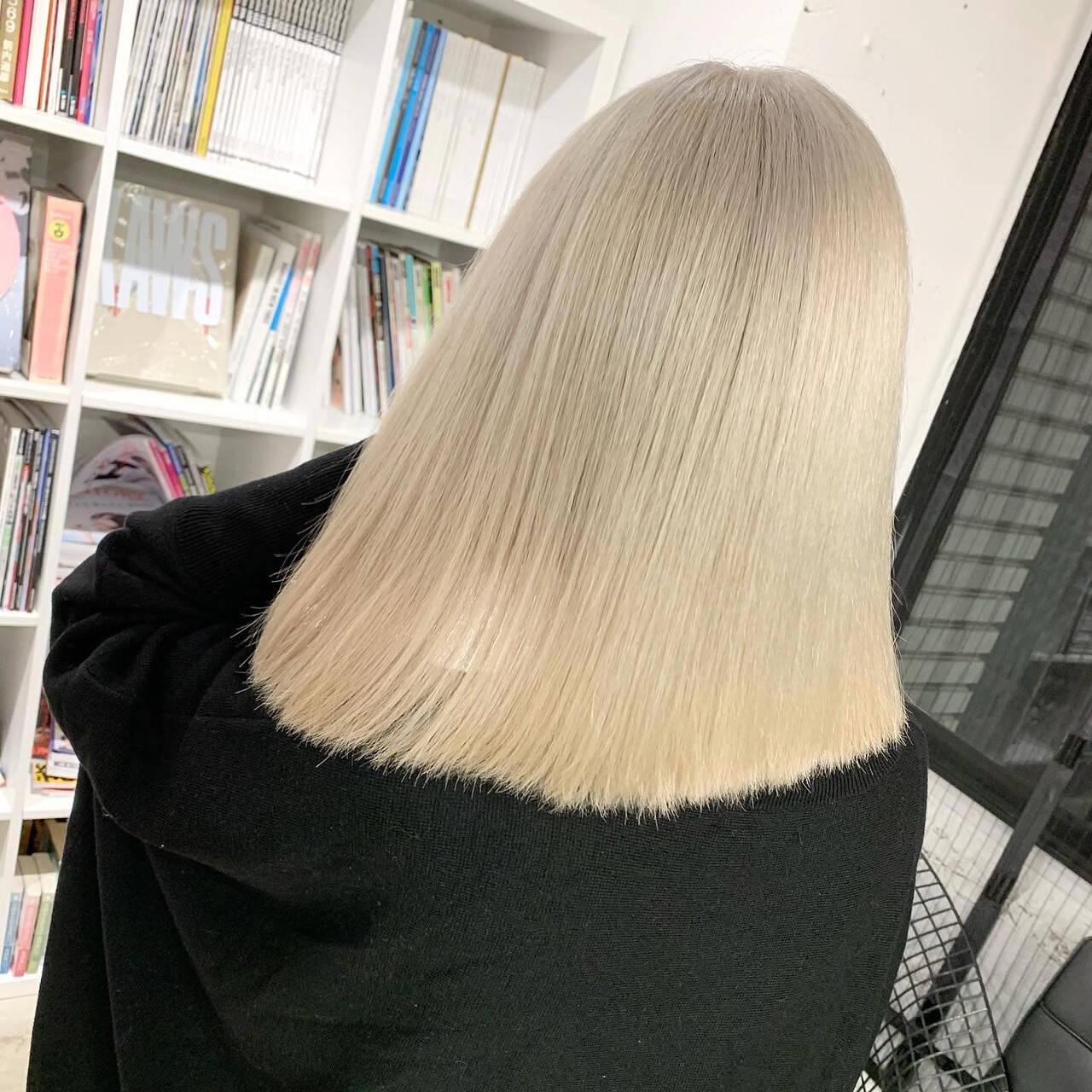 切りっぱなしボブ ブロンドカラー モード ホワイトベージュヘアスタイルや髪型の写真・画像