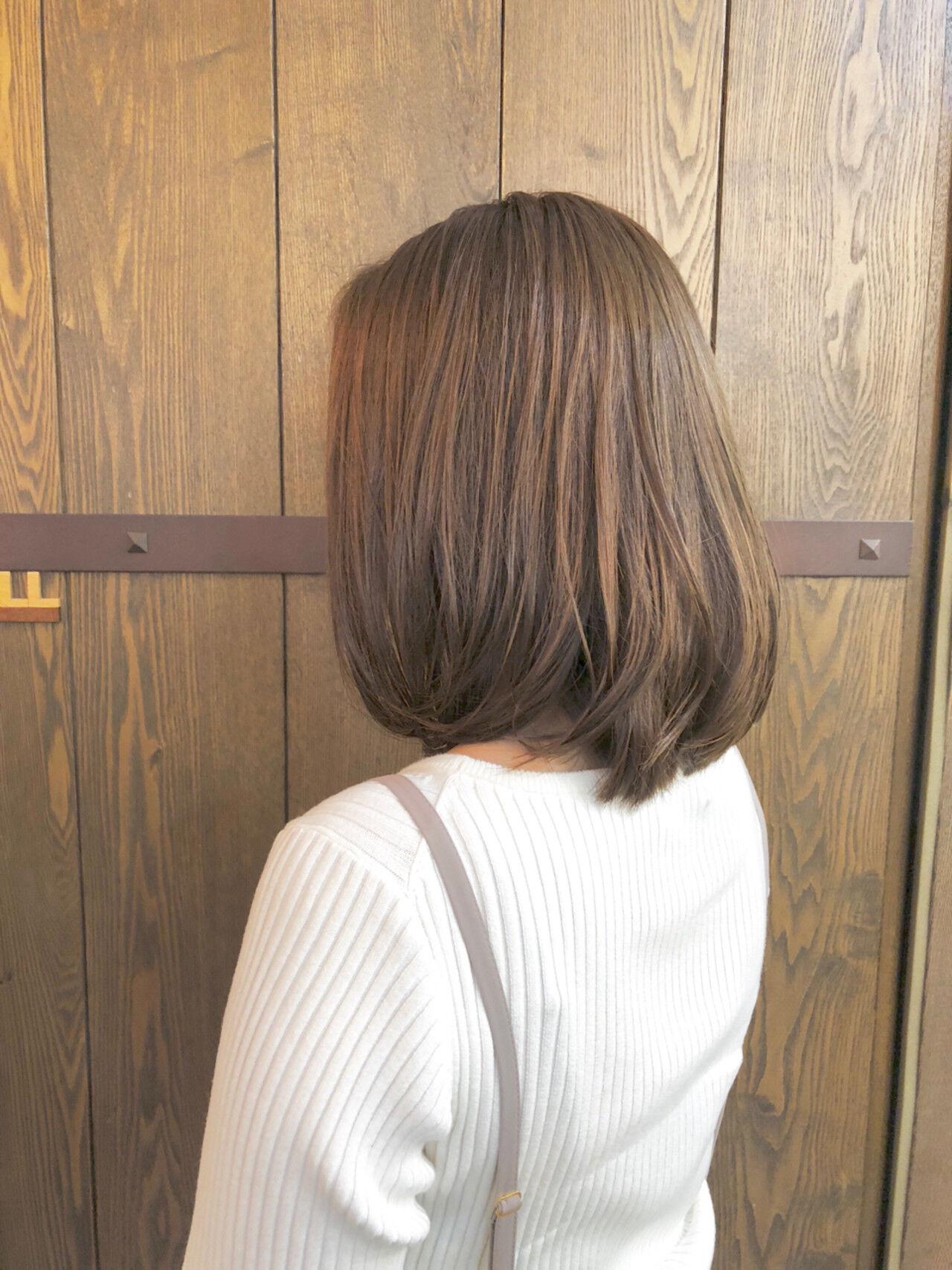 ミディアム ナチュラル アッシュ 伸ばしかけヘアスタイルや髪型の写真・画像