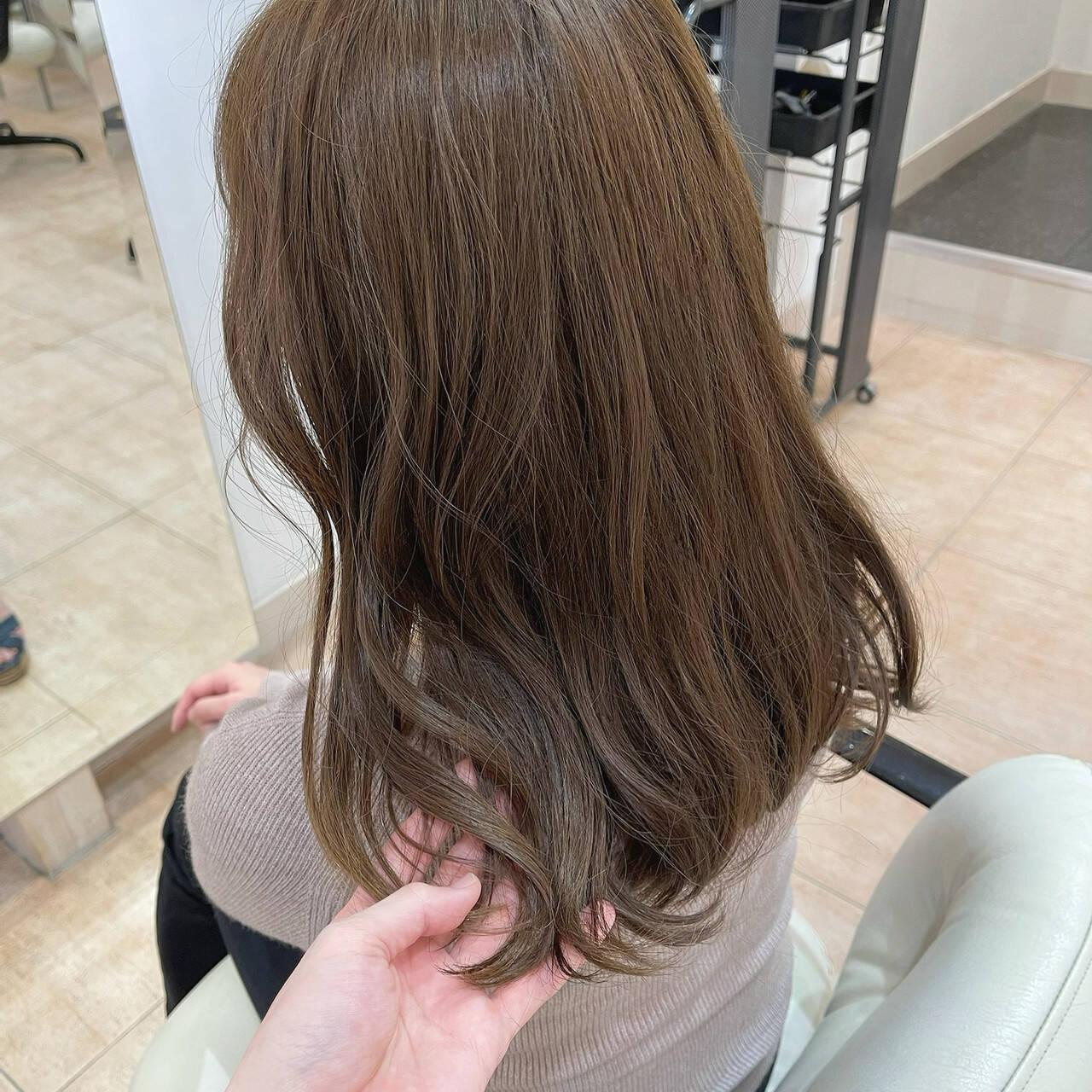 アッシュベージュ アッシュ イルミナカラー アッシュブラウンヘアスタイルや髪型の写真・画像