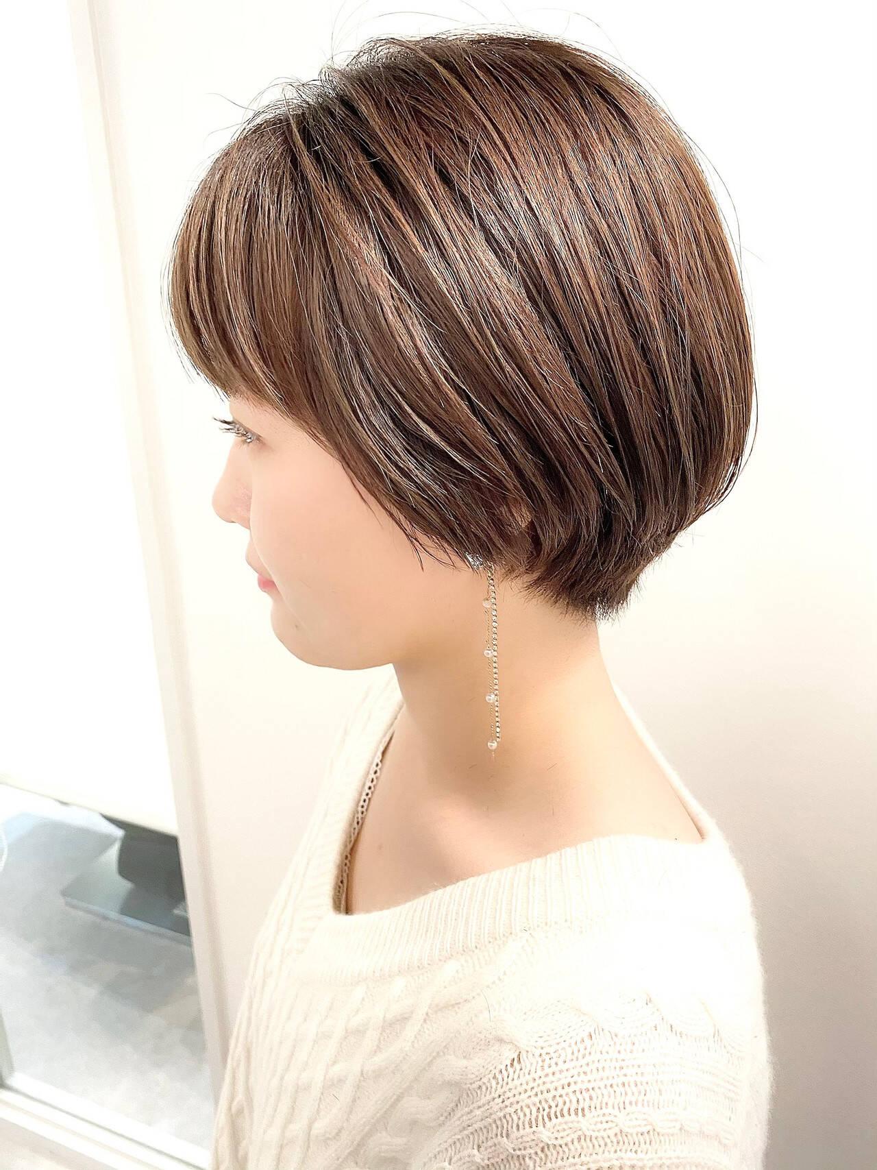 ショートヘア オフィス ショート ナチュラルヘアスタイルや髪型の写真・画像