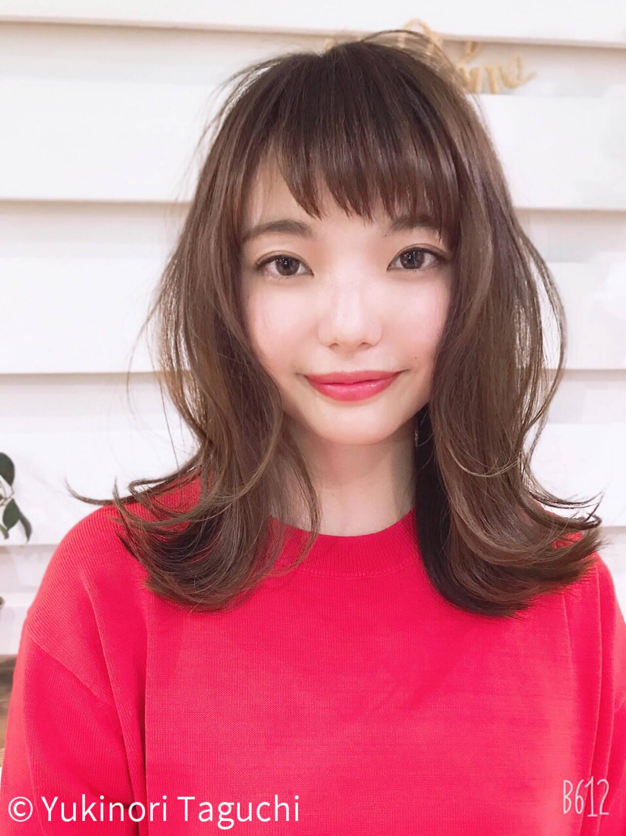 外ハネ ミディアム 透明感カラー デートヘアスタイルや髪型の写真・画像