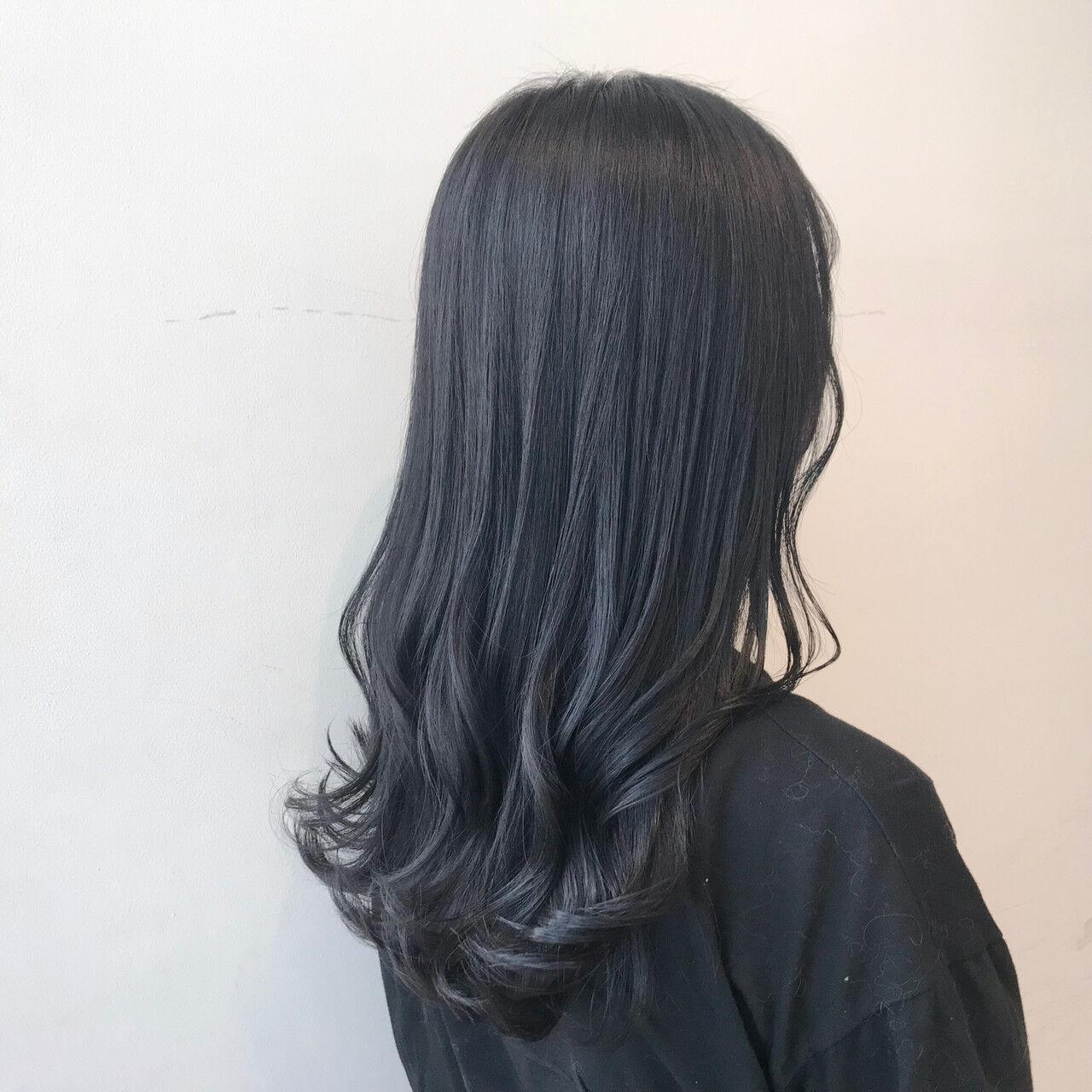 ブルージュ ブルーブラック 透明感カラー ブルーアッシュヘアスタイルや髪型の写真・画像