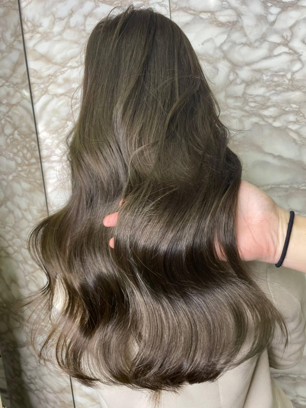 オリーブグレージュ 透明感カラー ロング シアーベージュヘアスタイルや髪型の写真・画像